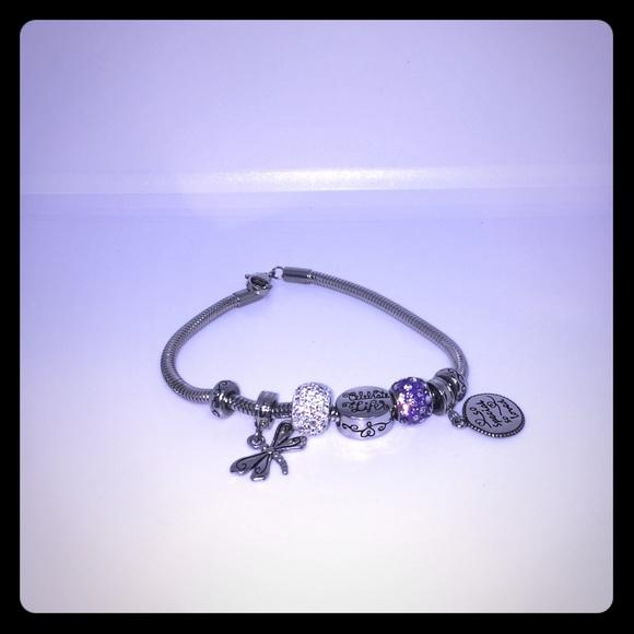 Hallmark Jewelry - 💜Cute Bracelet from Hallmark 💜